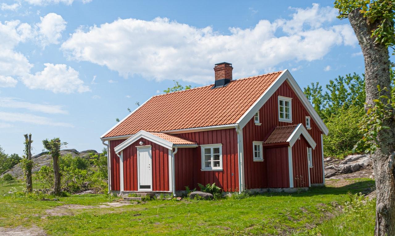 Je možné mít trvalé bydliště v domě i po jeho prodeji?