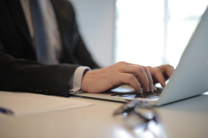 Ukončení pracovního poměru dohodou a nárok na odstupné