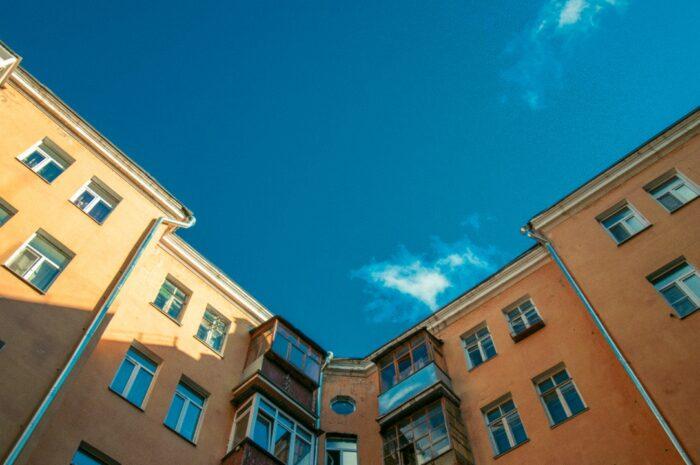 Družstevní byt a podpis nájemní smlouvy – případ z právní poradny